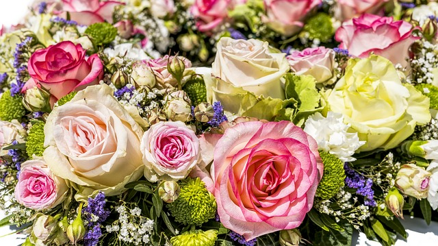 Arranging Your Own Wedding Flowers