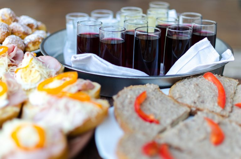 Wedding Tip: How To Save Money On Catering On The Big Day
