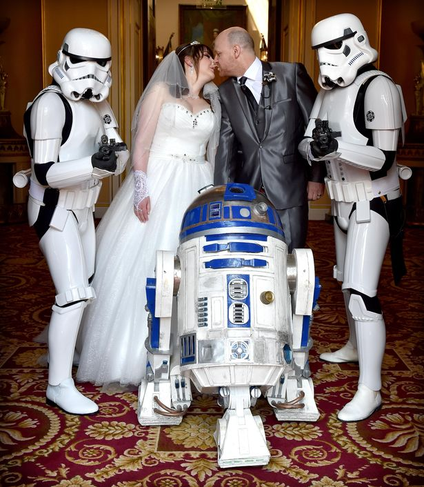 Til Darth Do Us Part: Star Wars mad bride led down the aisle by R2-D2